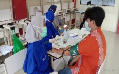 Pelaksanaan Vaksinasi Covid-19 Peserta Didik SMK Negeri 7 Kota Tangerang Selatan Kerjasama dengan UPT Puskesmas Rengas